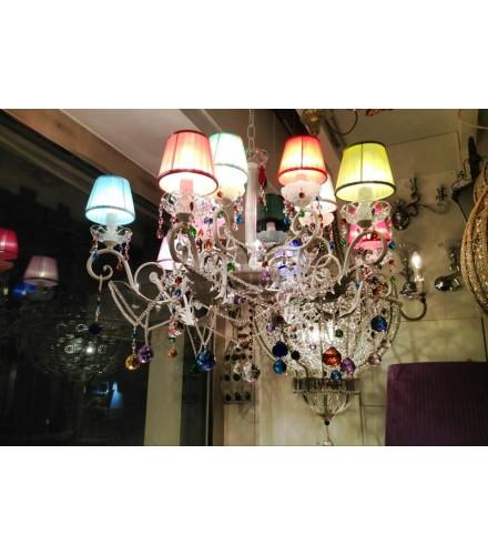 Lampadario con 12 paralumi in stoffa di vari colori