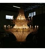 Lampadario gigante con 82 lampade con cristalli